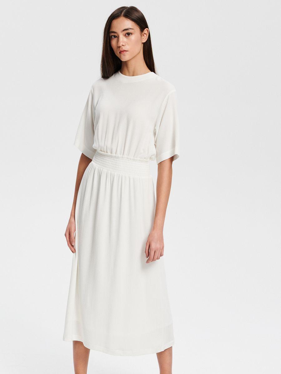 587174875aa9 Nakupujte online! Viskózové midi šaty